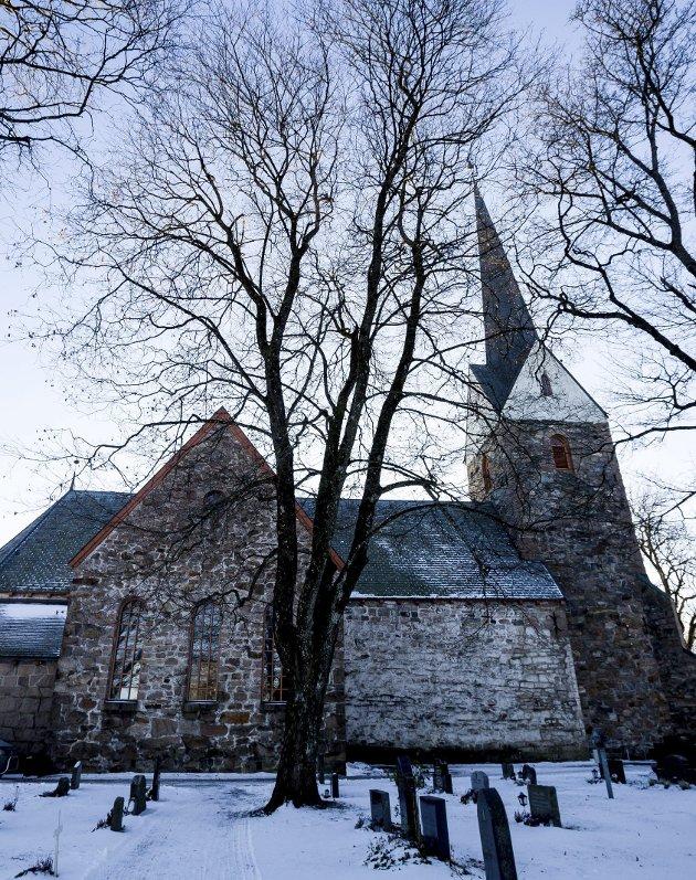 Diakonene i kirken  er der for deg som trenger en å snakke med, skriver innsenderne. Bildet er av Skedsmo kirke, en middelalderkirke fra 1180.