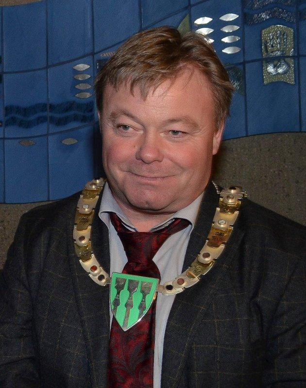 UPASSENDE: Hans Dieset mener det vil være upassende å gi tidligere fylkesordfører Dag Rønning (bildet) etterlønn.