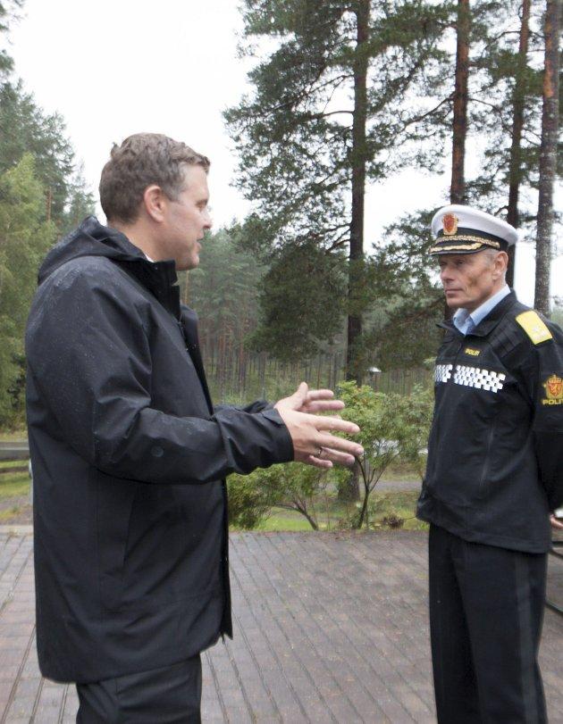 På grensen: Justis-minister Jøran Kallmyr var positiv til felles politistasjon.