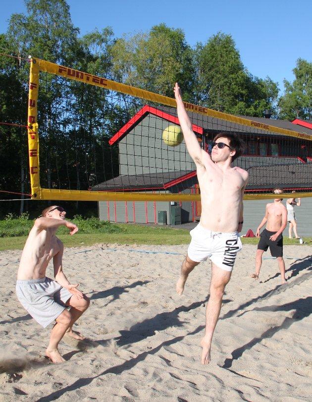 SOMMER: Strandvolleyball utenfor NTG i Kongsvinger denne helga.