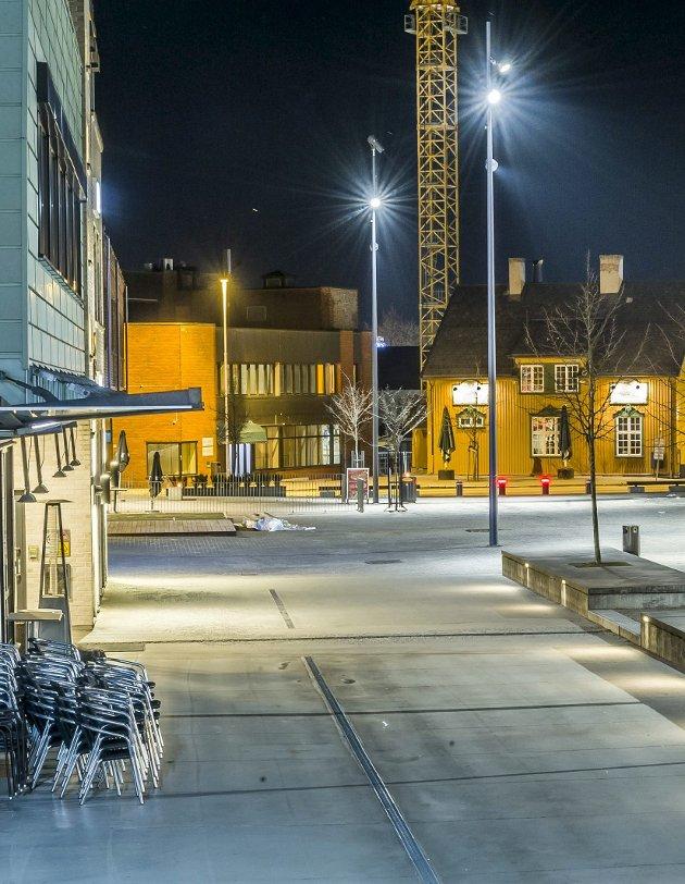 Spøkelsesby: Rådhusplassen rundt midnatt natt til søndag.