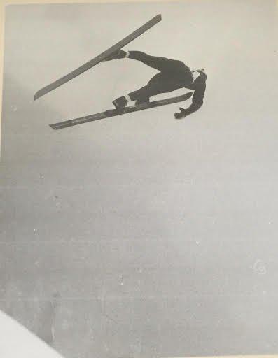 LAHTI-DRAMA: Stein Berg var nok en gang eneste fotograf som tok dette dramatiske bildet av den norske hopperen Kurt Westerberg i Lahti.