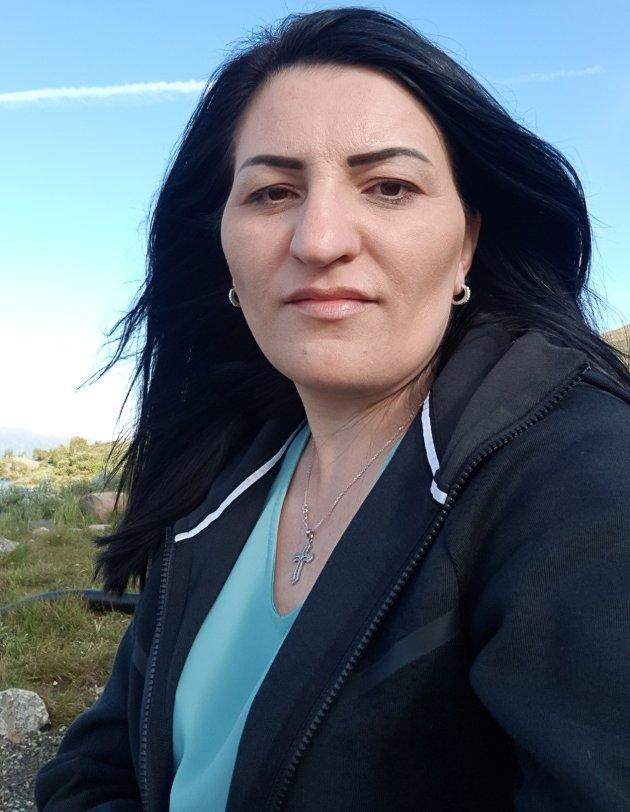 Hayarpi Khachatryan har bodd på Vegårshei i 14 år og mange kjenner henne både fra jobben hennes og som innbygger. Nå har hun bodd i Drammen i fem år.