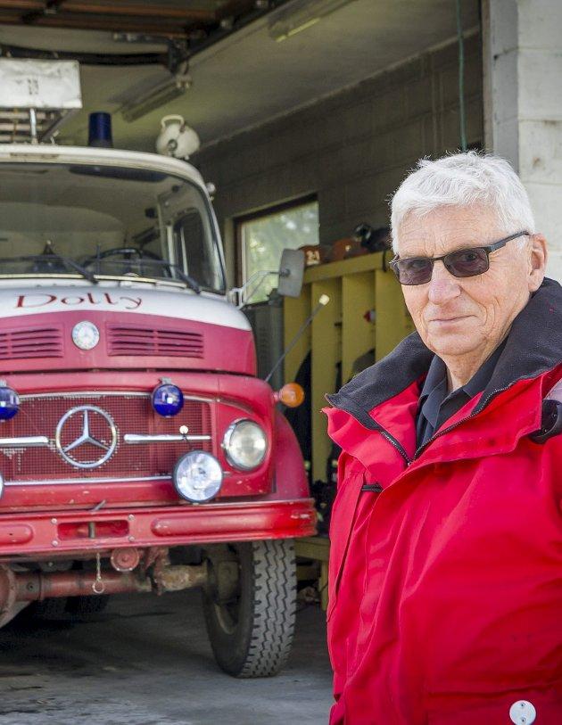 Vemodig: Brannsjef Per Ivar Bekk foran Dolly på Austmarka brannstasjon.