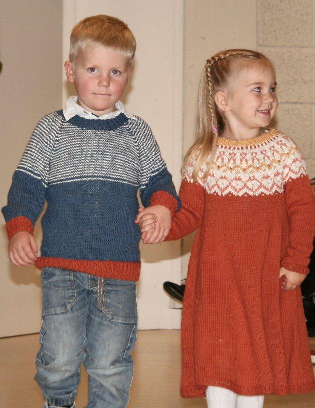 STRIKKE-CATWALK: Unge flotte modeller viste fram klær.