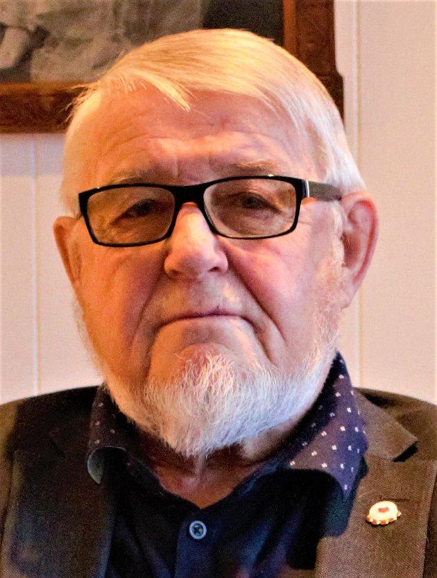 Nedskjæringer i eldreomsorgen og nedleggelser av sjukeheimsplasser må stoppes, skriver Mellvin Steinsvoll.
