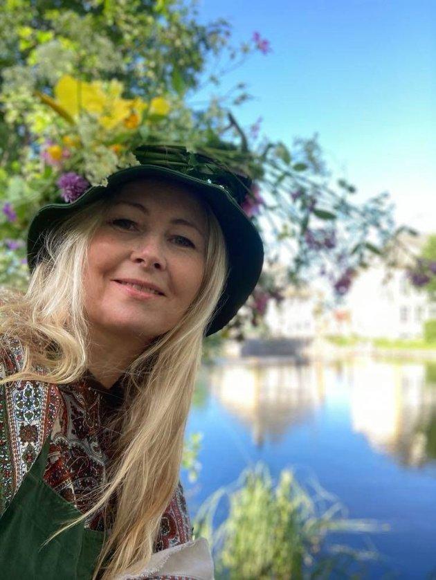 BLOMSTER: Blomsterentusiaster som Veslemøy Linde og hennes grønne venner, synes det er stas å få det til å gro i sentrum, men det bør ikke sammenliknes med profesjonell innsats og mangfoldige budsjettkroner.