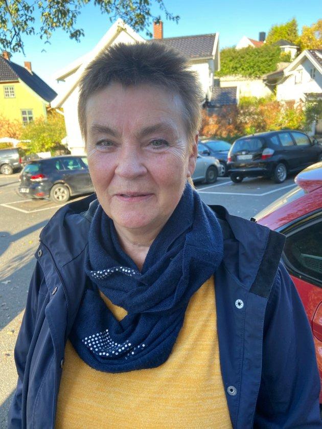 Elisabeth Flademoe, Drøbak: - Den påvirker meg slik at jeg ikke oppsøker steder der jeg vet at koronaviruset kan være et problem. Det blir heller ikke de vanlige familiesammenkomstene, og jeg tar ellers alle de hensyn jeg blir anbefalt å ta. Når det er sagt, jeg lever rimelig normalt