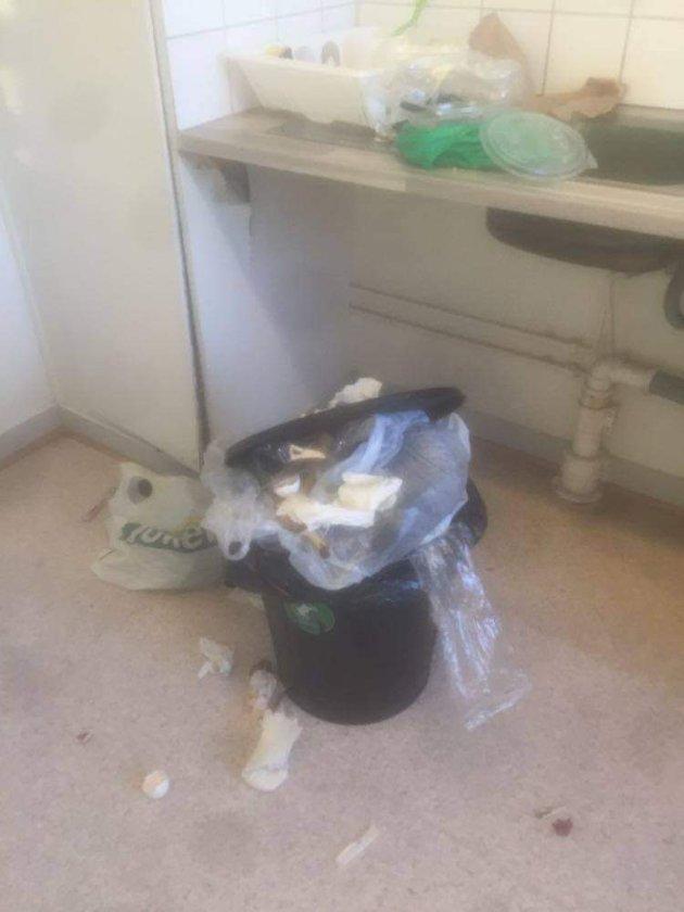 Søppel på felleskjøkkenet er et av problemene med bo i Spireaveien 9, mener beboer Sørnes.