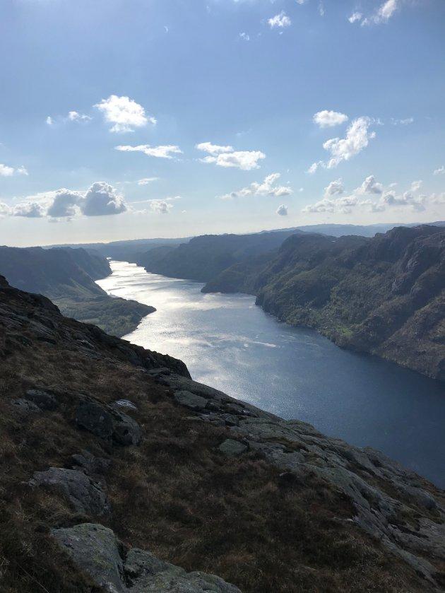 EI PERLE AV ET VATN: Karl Gjedrem vil gjerne se flere båter på Ørsdalsvatnet. Her er vatnet sett fra Trælafjellet.