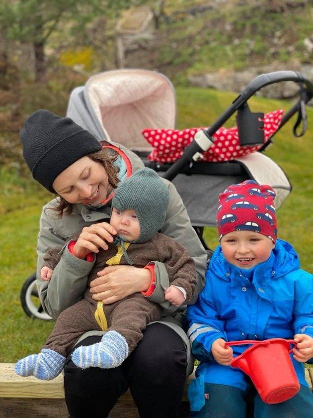 Mine venner som bur i Bergen og Oslo, som og fekk born i januar 2020, dei har fått barnehageplass. Storbyen der altså. Kanskje vi berre skulle blitt værande, skriv Ingri Martine Fonn Macsik.