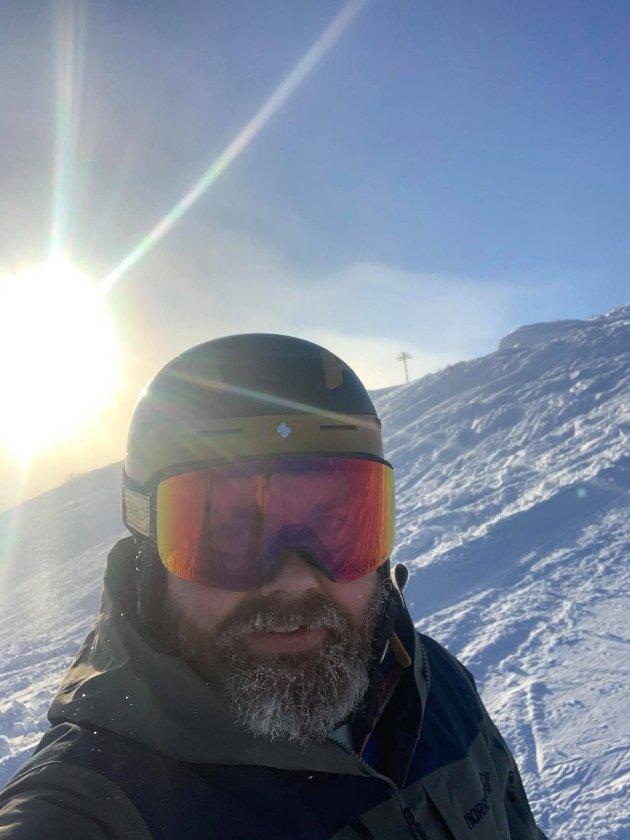 Eg greier ikkje forstå at det skal vera so vanskleg å ta på seg ein hjelm når ein skal på ski, skriv Jo Marius Bøyabreeen.