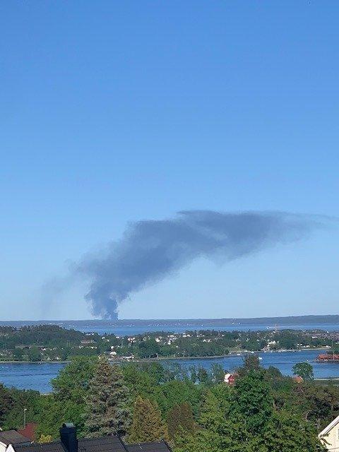 – Vi ser brannen på Greåker helt fra terrassen vår på Nøtterøy. Foto: Elisabeth Eidevik Malm
