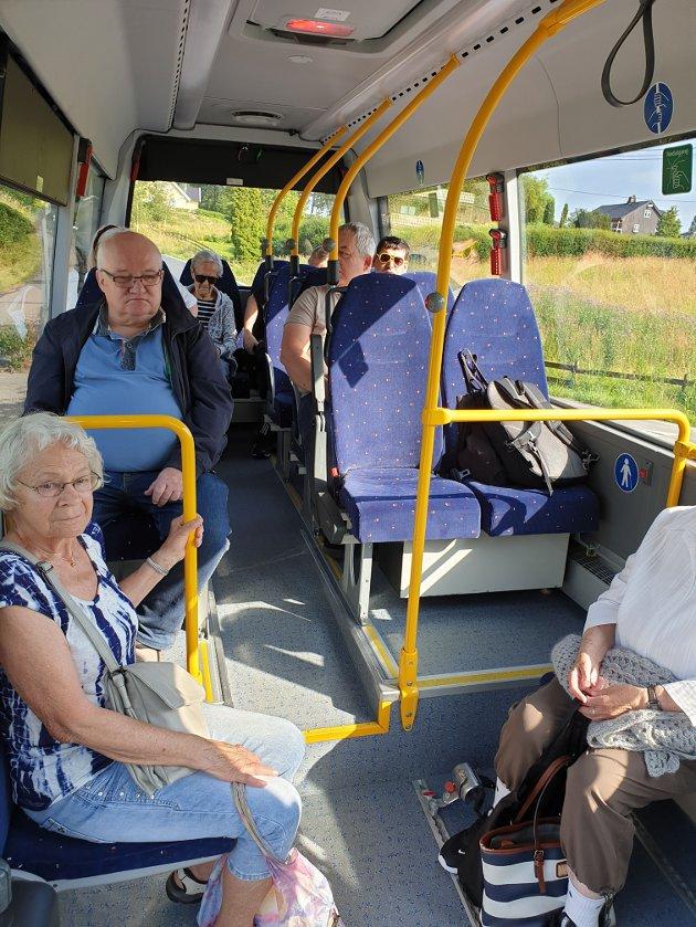 11 passasjerer med servicebuss fredag 26.. juli.