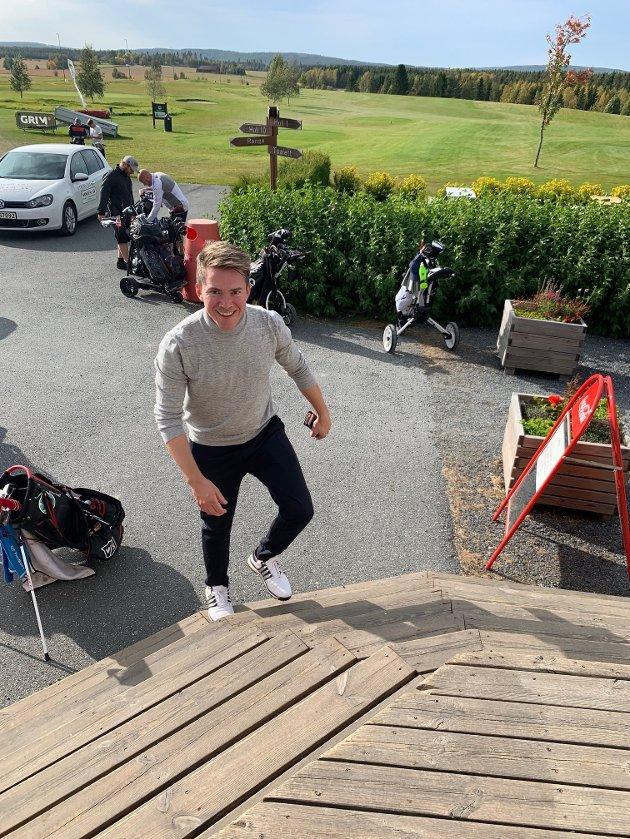 PÅ HJEMMEBANE: Kjendis-kokk Christer Rødseth avholdt kokke-NM på Romerike golfklubbs bane i Aurskog.