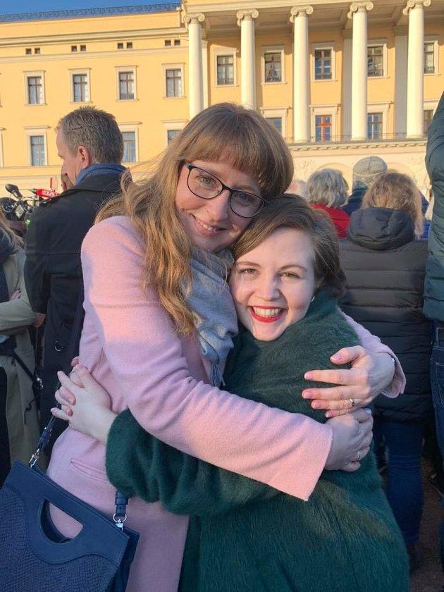 Ingelin Noresjø og KrFU-leder Edel-Marie Haukland foran slottsplassen 24.jan 2020