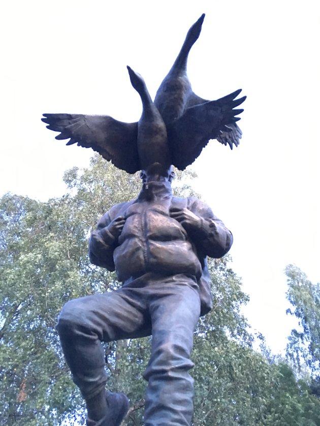 Nummer 40: Skulpturen som ble avduket denne ettermiddagen, Traveler av Tori Wrånes, var nummer 40 i rekken i Ekebergparken. Den står i Havnehagen, ikke langt fra Ekeberg Camping.