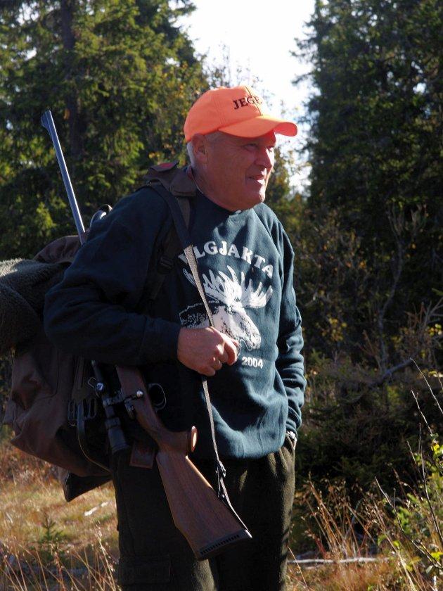 2004, Knut Engelien har jaktet elg  i mange år. Elgjakta er årets høydepunkt.