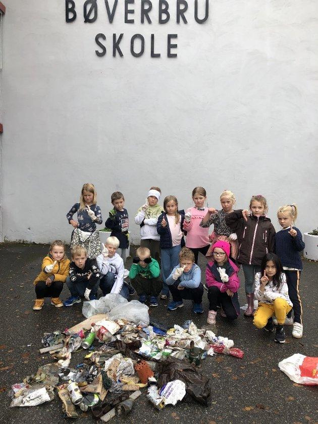 OVERRASKET: - Vi gikk langs skoleveien i en times tid, og dere vil ikke tro hvor mye søppel vi fant, skriver 3. trinn ved Bøverbru skole.