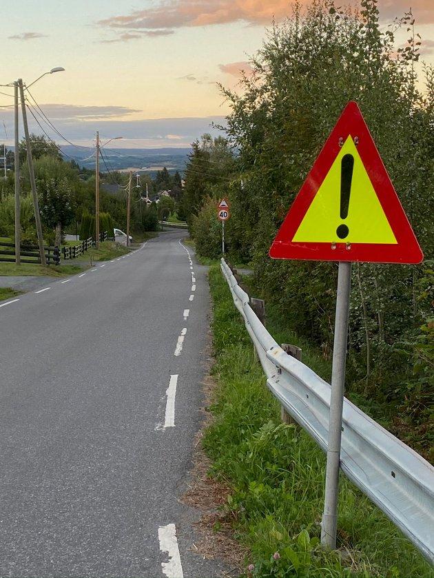 FARE: Fareskilt i Øverbyvegen uten videre forklaring.