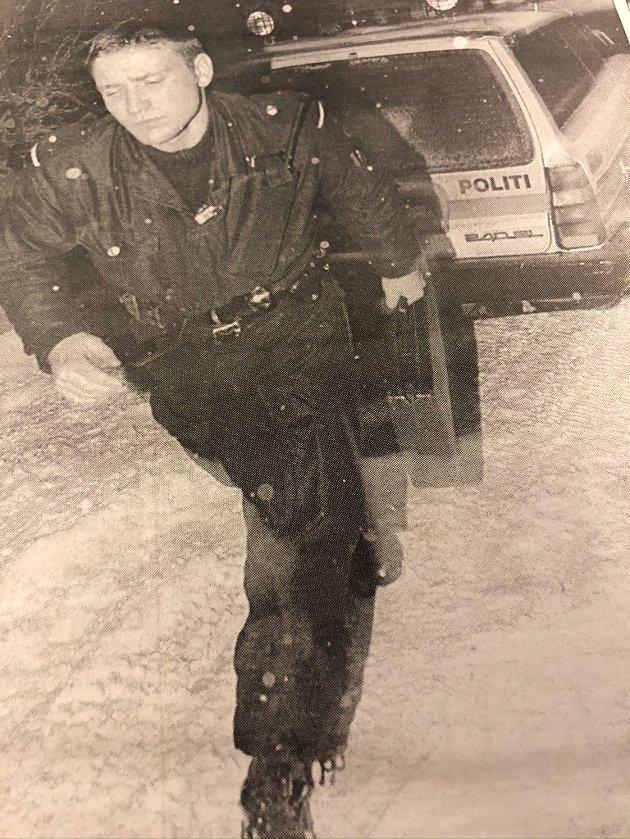 Politikonstabel Hans Petter Tomter på patrulje nyttårsaften.