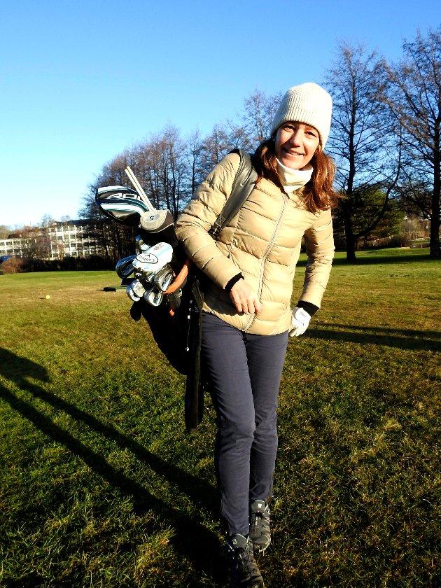 Heidi Delbekk kom ruslende og gjorde seg klar til en runde i det fine været.