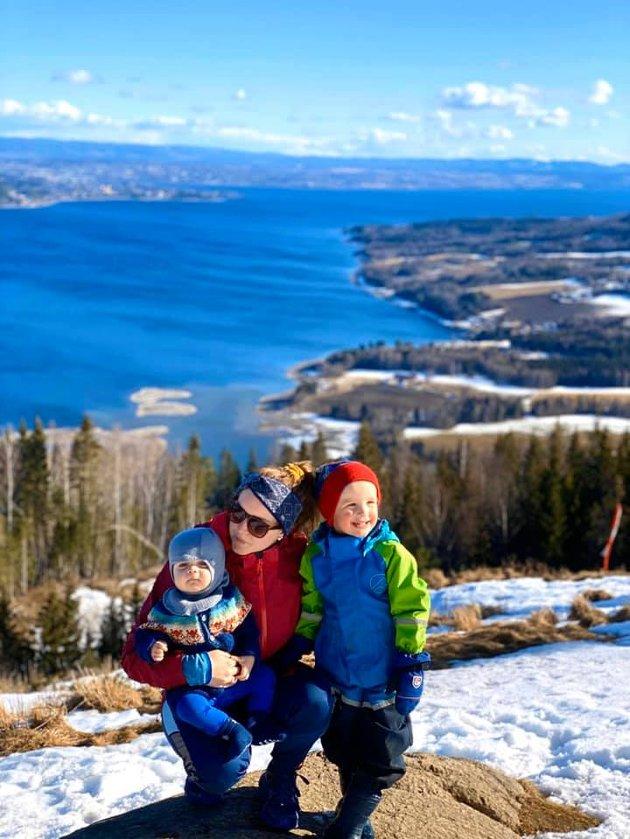 Marthe-Mari Røste trives best på tur sammen med gutta sine.