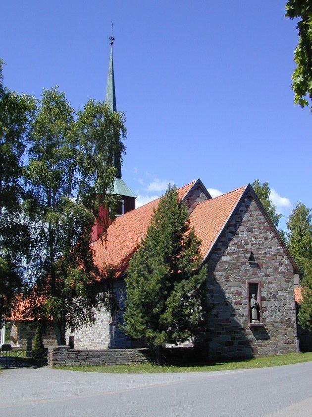 På hvilken måte vil kommunen bidra til å redde kapellet ved Hole kirke som står i fare for å bli revet? Spør Eva Bekkelund-Eriksen.