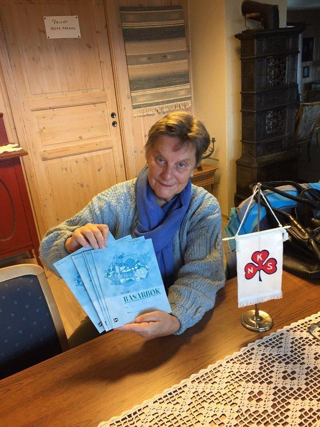 Leder,Hole Sanitetsforening med loddbøker som ikke blir fylt opp i år.