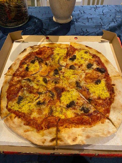 Pizza Opera - med biff og bearnessaus.