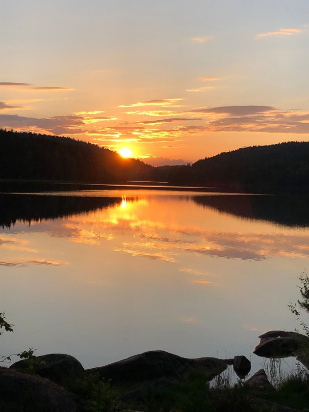 Suluvann i solnedgang