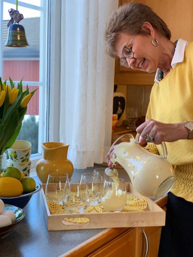 Fordi norske høner er friske er det heldigvis trygt å piske deilig eggedosis i påsken uten å være redde for salmonella.