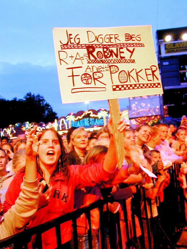 DIGGER RODNEY: Big Brother-deltakerne Rodney og Anette skapte hysteriske tilstander da de gikk mannekenger på Momarkedets moteshow i 2001.