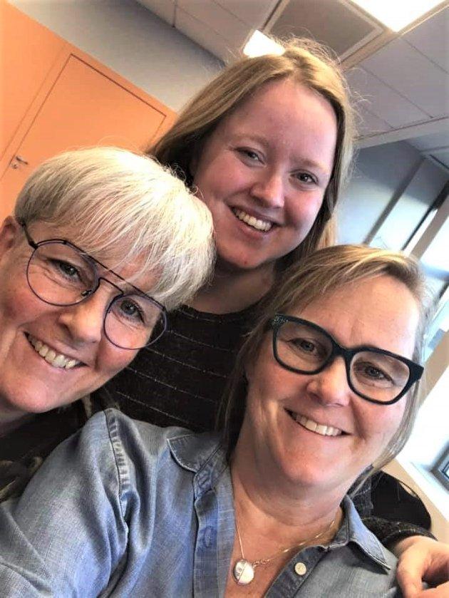 De tre ansatte ved N.K.S. Veiledningssenter for pårørende Midt-Norge ligger an til en dobling av antall samtaler med pårørende i år.  F.v. Karin Tuvmarken, Anne-Gudrun Klæth Lyngsmo og Eva Grøntvedt.