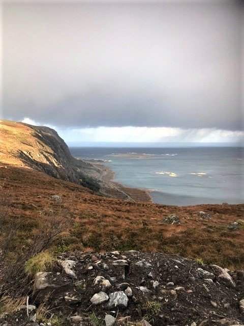 Bilde fra Haramsøya med Fv 150 midt på bildet.