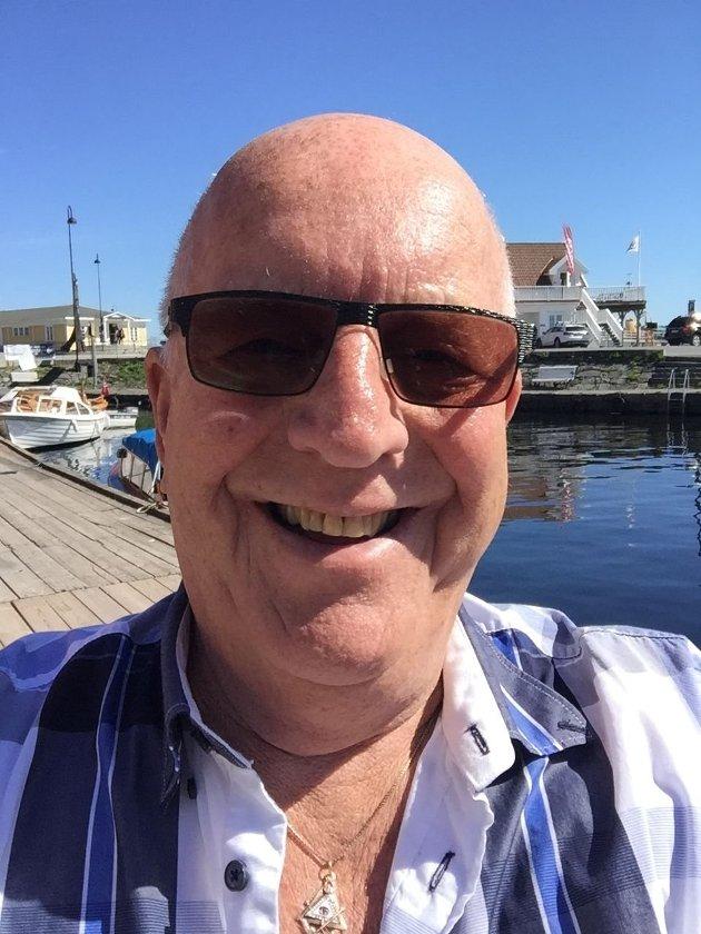 HARDT UT: I stedet for å sammenligne pensjonistenes og innvandrernes kår, burde Fremskrittspartiet gjøre noe med underreguleringen av pensjonene, som gjør at pensjonistene sakker akterut år for år, mener Arbeiderparti-veteran Olaf Mathiassen.