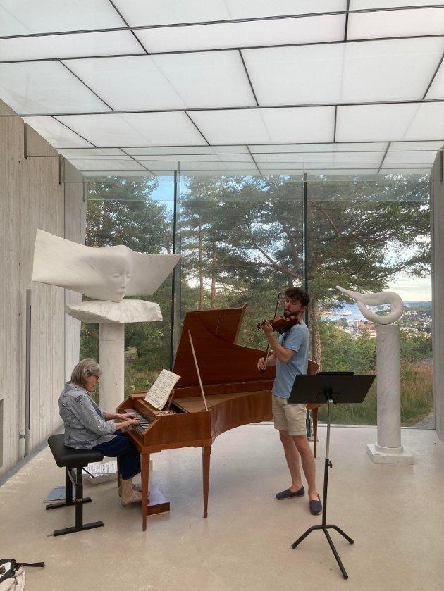 Silence Concert i Midtåsen skulpturpaviljong. Bildet er fra prøven før konserten