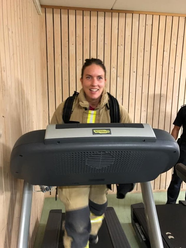 Maren Kurdøl, stortingskandidat for Rødt, her fra fysiske tester på Sandefjord brannstasjon