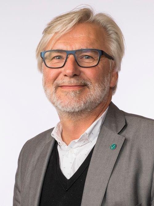 Kirsti Leirtrø var klar over at regjeringspartiene på Stortinget har økt rammene og prioritert E14. Vi var på samme avgivelsesmøte den 7. juni, skriver Jon Gunnes (V).