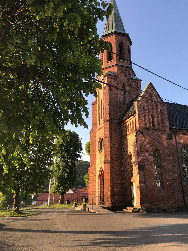 Det gleder meg å høre at en navnenemd vil kåre plassen foran Tvedestrand kirke til: Andreas Martinus Feragen plass, skriver Arne Guddal.