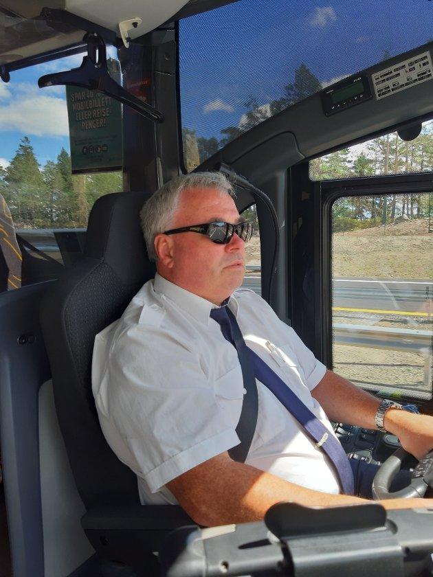 Morten Sivertsenble første bussjåfør i historien som svingte  til venstre i rundkjøringa ved Grisen, og eventyret var i gang.