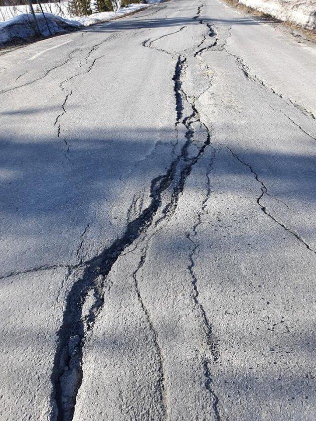Veistandard: Det er mange dårlige fylkesveier i Valdres, her fra Etnedal.