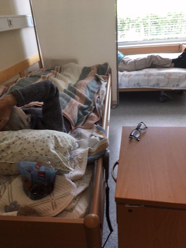 BORTRANGT:To gamle menn tvinges nå til å dele rom på Døli sykehjem. Foto: Solbjørg Rasmussen