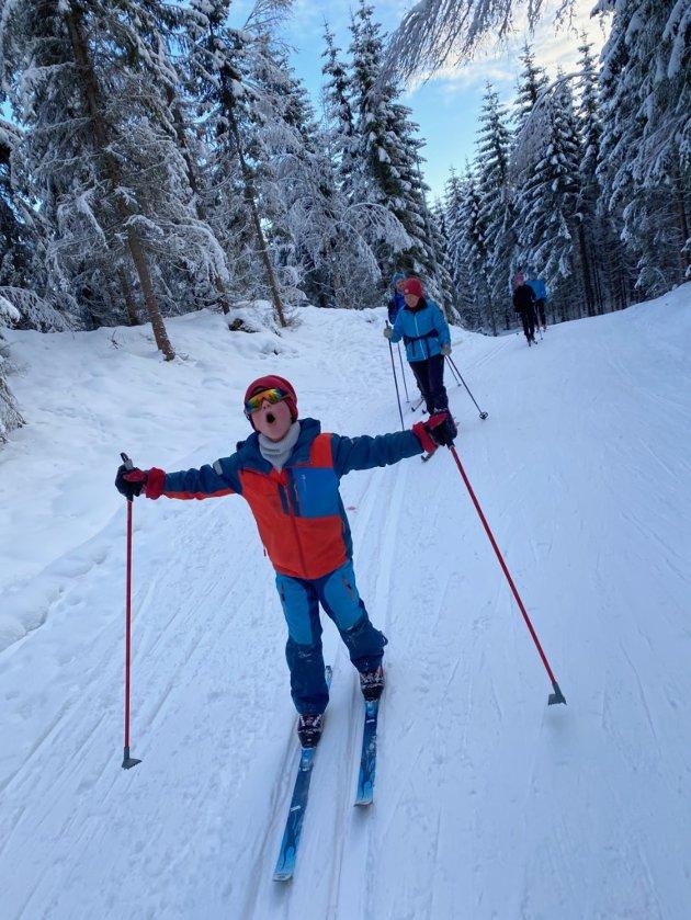 VIKTIG ALTERNATIV: I vinter har det vært herlig å se alle, unge og gamle, kose seg ute i de flotte skiløypene våre. Friluftsliv er viktig for folkehelsa, påpeker Milli Lilleeng.
