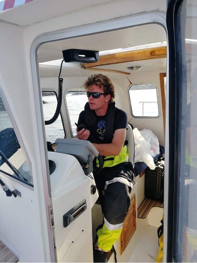 – Då alarmen gjekk, var det melding om ein kollisjon mellom to båtar i området ved Vardetangen. Det var eit ukjent tal personar involvert, fortel Morten Sognnes.
