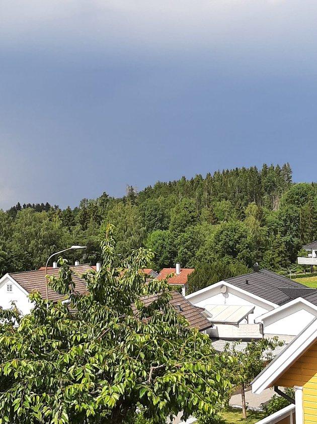 – Sol og 10 dråper regn på Karrestad Nord, buldrer bra mot Rokk