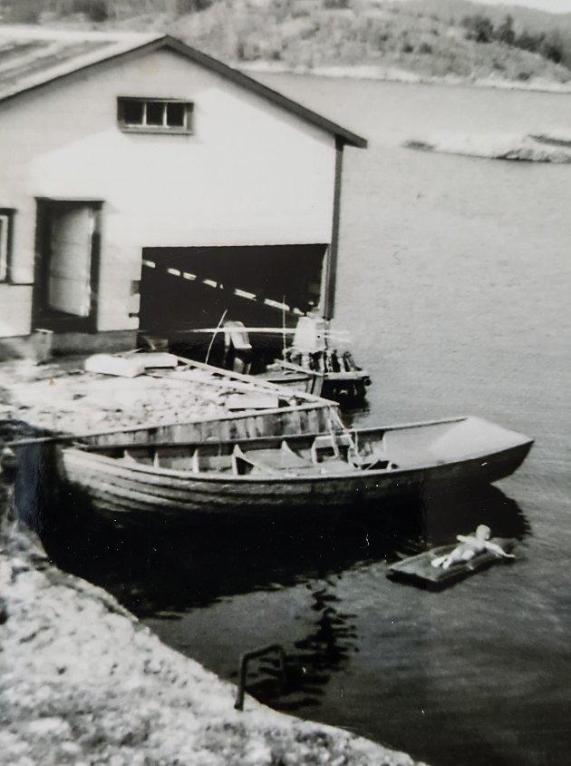 """Slik så båten """"Petter"""" ut nybygd fra Sjultangen på Borteid i 1964."""