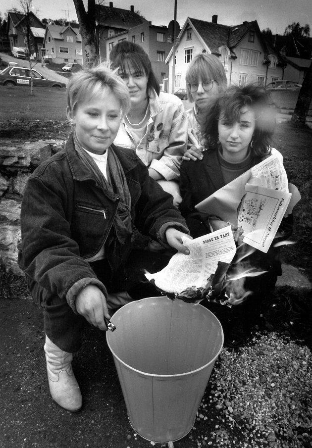 Tromsdalen-elever var  opprørte over tilsendt FMI-propaganda i 1989 og brente materialet.