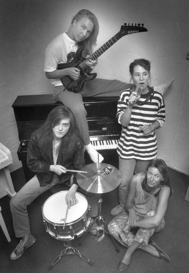 FABRIKK: Sommerlyst hadde rockefabrikk på 90-tallet. Kjenner du noen av disse?