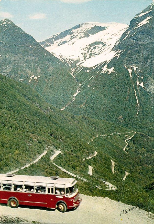NYSTØLSKARET: Utsikten ved Nystølsskaret. Arbeid på haldeplassen Utsikten var i full gong med utskyting av ein berg-knaus i 1955.